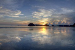 Coucher de Soleil sur Nopparat Thara - Ao Nang - Krabi - Thalande (Micky75017) Tags: voyage travel viaje bridge light sunset sky cloud sun reflection beach water night clouds thailand mirror noche soleil photo asia eau nacht lumire wide picture coucher wideangle playa fisheye ciel reflect thai 7d noite asie miroir nuage nuages nuit plage notte hdr krabi 815 coucherdesoleil noc thailande aonang  eaux  grandangle  magicblue reflecto  illumin ducloux  micky75017