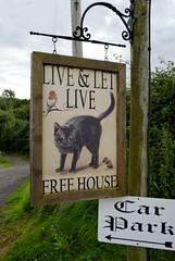 Live and let live sign (mrpb27) Tags: uk england pub inn nikon worcestershire bringstycommon liveandletlive mrpb27 d40x 18200mmf3556gedifafsvrdx