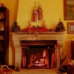 Al calor del hogar en Navidad (nuska2008) Tags: nuska2008 gijón chimenea navidad nanebotas adornosnavideños fuego hogar leña olympussz30mr flickr christmas
