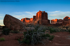 Courthouse Sunrise (ken.krach (kjkmep)) Tags: sunrise utah arches archesnationalpark courthousetowers