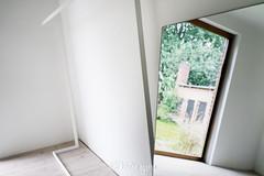 _DSC0737-KirstenEggers (Kiki m. E.) Tags: schleswigholstein germany deutschland p89 location interior minimal design house reduced garderobe spiegel hatrack mirror coatrack fenster window white weis kleiderstnder
