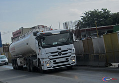 Mercedes Benz Actros MP3 3335 (Next Base) Tags: czeon santos mercedes benz actros mp3 3335 flammable oil tanker cab variant small trailer petron manufacturer model mercedesbenz chassis 33350 axle 6x4 engine suspension airsuspension shot location aboni