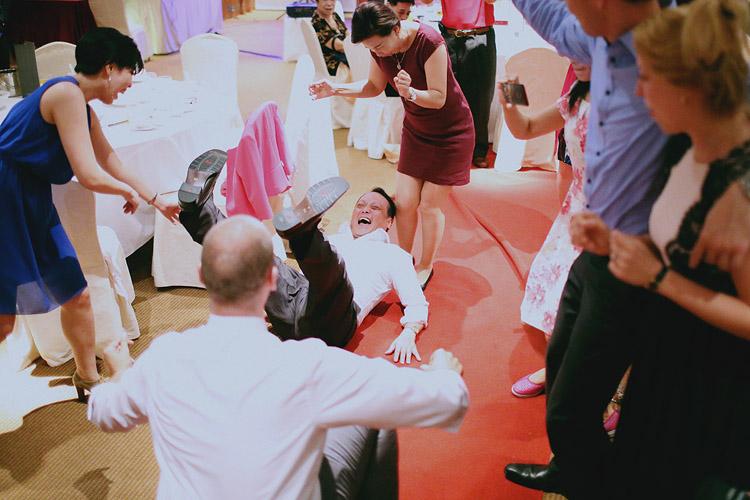 婚禮攝影-爸爸跌倒