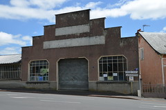 Garage ancien (mlemandat) Tags: garage mauriac cantal