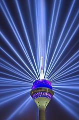 RheinKomet - Star (uwe1904) Tags: citylights cityfotos dsseldorf himmel lichter lichtkunst nachtaufnahmen pentaxk5 stadtlandschaft nrw deutschland d