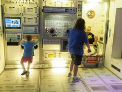 EM530070.jpg (mtfbwy) Tags: pittsburgh sciencecenter carnegiemellon gwyneth liliana