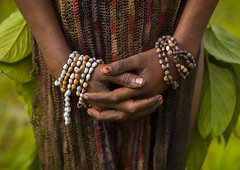 Hands Of A Chimbu Tribe Girl During Mt Hagen Sing Sing, Western Highlands, Papua New Guinea (Eric Lafforgue) Tags: travel people color tourism outdoors highlands day hand decoration performance makeup tribal jewellery png ornate tribe papuanewguinea performer oneperson traditionalculture singsing papu oceania traditionalclothing 巴布亚新几内亚 southpacificocean traveldestinations onewomanonly pacificislander papuaneuguinea papuanuovaguinea パプアニューギニア artscultureandentertainment indigenousculture papuan hagener papouasienouvelleguinée mounthagen papuaniugini papoeanieuwguinea papuásianovaguiné papuanyaguinea traditionalceremony unrecognizableperson ceremonialmakeup παπούανέαγουινέα папуановаягвинея wahgivalley papúanuevaguinea 巴布亞紐幾內亞 巴布亚纽几内亚 巴布亞新幾內亞 paapuauusguinea ปาปัวนิวกินี papuanovaguiné papuanováguinea папуановагвинеја папуановагвинея papuanowagwinea papuanugini papuanyguinea 파푸아뉴기니 jobtears a0009312