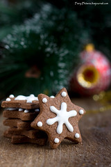 Star shape Christmas chocolate gingerbread Cookie (Fiery-Phoenix) Tags: christmas winter holiday smiling dessert cookie cinnamon christmastree stack collection celebration icing ornate arrangement variation christmascookie chocolatecookie browncolor gingerbreadcookie whitecolor sweetfood mediumgroupofobjects