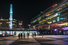 Sergels Torg (Adam Haranghy) Tags: street camera city houses people house building tower glass night buildings square photography lights neon fuji place shot nightshot nacht sweden stockholm platz schweden haus sergelstorg neonlights fujifilm freehand torg gebude kamera nachtaufnahme huser x100 sergels aufnahme mirrorless spiegellos
