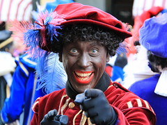 Zwarte Piet  - Black Pete -  Pietro il moro - Père Fouettard (Kristel Van Loock) Tags: portrait people amsterdam person zwartepiet nederland thenetherlands portret ritratto olanda niederlande blackpete pèrefouettard paesibassi schwarzerpeter intredesinterklaas companionofsaintnicholas hulpvansinterklaas pietroilmoro laidedesaintnicolas