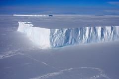 icebergs (jzielcke) Tags: voyage travel sea berg island ross high reisen antarctica unterwegs iceberg polar eis latitude reise eisberg antrtida antarktis antarctique