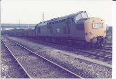 37134 de-railed at Toton - MCV wagons 4 (James DEMU) Tags: train crash railway derailed tmd toton class37 yardlamp 37134