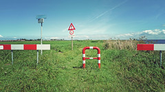 P1040694hsvf (hans hoeben) Tags: roadsigns badbikepathmarkenholland road sign bike path marken holland dutch warning bad no more load then 1 ton nederland island former ijsselmeer roadblocks