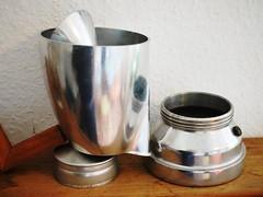 Knnchen (Codos Traumreisen) Tags: metall reflektionen things with face gesicht silber kanne kaffe coffee