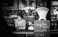 Jengibre pan, crcuma, ajes .. (Gonza.M) Tags: almacen store market local neighborhood supplies work urban black white