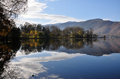DSC_0170 Derwentwater Morning (wilkie,j ( says NO to badger cull :() Tags: light snow water clouds reflections landscape nikon scenery lakes lakedistrict earlymorning autumncolours cumbria derwentwater nationalparks nationaltrust keswick clearday borrowdale scenicwater sceniclandscape