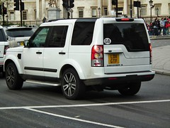Land Rover Discovery 4 (kenjonbro) Tags: uk england white london westminster 4x4 trafalgarsquare charingcross sw1 2011 landroverdiscovery kenjonbro discovery4 fujifilmfinepixhs10 ld11gtf
