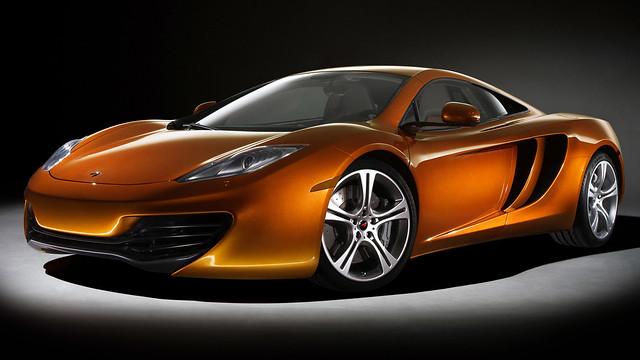 МакЛарен MP4-12C оранжево-золотистого цвета