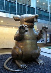 The New Colossus (neppanen) Tags: sculpture usa newyork art statue america rat manhattan leverhouse patsas colossus rotta taide veistos kuvanveisto kuvataide discounterintelligence thebrucehighqualityfoundation sampen