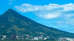 El Boquerón Volcán de San Salvador acobijado por las nubes de noviembre