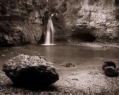 La Tine, sa grotte et ses rochers (Tonton Dave) Tags: monochrome river landscape switzerland suisse rivière paysage vaud venoge tinedeconflens leebigstopper