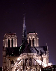 Paris la nuit (Landahlauts) Tags: paris france seine catedral iglesia notredame cathdrale francia gothique cathedrale pars victorhugo gotico catolico ledelacit catolic ivearrondissement catedraldenuestraseoradepars ledelacit catedraldenotredamedepars