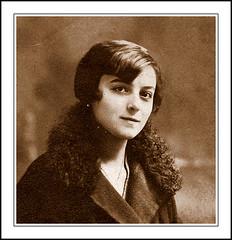 Marguerite. (Grard Farenc (slowly back) !) Tags: portrait woman girl face visage spia