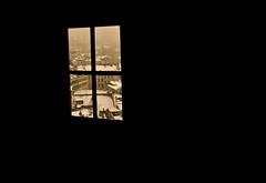 Vistas de Ginebra (PloPh) Tags: ventana suiza nieve negro ginebra fachadas cruzadas cruzadasgold 20tfventanas genevetejados