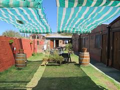 """Cafayate: notre hôtel, ses cabanes et sa terrasse <a style=""""margin-left:10px; font-size:0.8em;"""" href=""""http://www.flickr.com/photos/127723101@N04/28783596734/"""" target=""""_blank"""">@flickr</a>"""