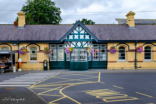 MALAHIDE TRAIN STATION.jpg