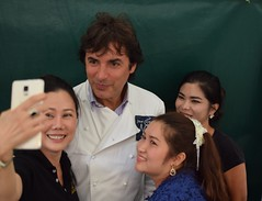 Jean-Christophe Novelli takes a selfie with Siam House Thai Restaurant