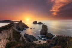 El buho. (Caramad) Tags: agua longexposure mar landscape sunset light rocks losurros rocas luz marcantábrico acantilado liencres puestadesol sea