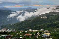 Little village @ (Vincent_Ting) Tags: sunset sky clouds taiwan  formosa  jiayi   seaofclouds alisan    teafield
