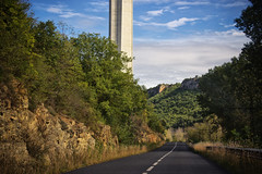 La base. (.carleS) Tags: canon eos frana tar millau viaducto viaducte 60d caeduiker