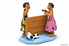 Fofoqueiras (Rita Barreto) Tags: brasil arte artesanato caruaru pernambuco nordeste fofoqueiras mestrevitalino artesanatodepernambuco artesanatoemargilapintada