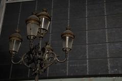 Farolas frente al Gaudí Centre en Reus (Joaquim F. P.) Tags: cataluña farola gaudícentre matinal octubre paseo reus modernismo modernisme mercadal catalunya tarragona jfp costadorada costadaurada mediterranean goldencoast