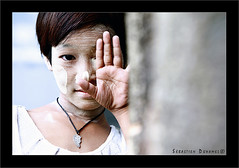 Instants Précieux - Yangon Birmanie IMG080504_043_©_S.D/S.I.P_EXPO-COP15/21 (Sébastien Duhamel) Tags: asia bir bur birmanie burma rangoon yangoon yangon myanmar agency banqued'images footagestock bancodeimagenes presse press prensa information news informacion photojournaliste photojournalist fotoperiodista photographefrançais frenchphotographer fotografofrancés journalistephoto reporterphoto fotoreportero copyright thebestofday photographieprofessionnel professionalphotography fotografíaprofesional réglagesmanuelcanon5d manualsettingscanon5d ajustesmanualescanon5d projetsvoyages travelprojects proyectosdeviajes mai2018 may2008 mayo2008 cyclone ciclón cyclonenargis nargis fondationnicolashulot fnh exposition exhibition exposición expositiondesébastienduhamel exhibitionbysébastienduhamel exposicióndesébastienduhamel expositioninstantsprécieux portraitphoto photoportrait fotodelretrato spiritualité spirituality espiritualidad infobrimanie infoburma informacióndebirmania wikipedia pasdb associationenfantsdebirmanie partenaireslesartisantsdel'humanitaire associationhumanitairebirmanie associationfranceasie