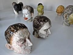 Watou 2016 02954 (enemyke) Tags: watou watou2016 2016 kunst art arte kunstenfestival belgi mededogen dekrachtvanmededogen kunstenfestivalwatou2016 hm maenflorin florin hoofden koppen keramiek heads cabezas