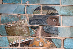 Frise des archers (Rick & Bart) Tags: paris france city museum louvre art history iran sculpture darius1st palaceofdarius1st archer rickvink rickbart canon eos70d gününeniyisi thebestofday persia