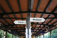 Berlin | Erkner  (Pascal Volk) Tags: berlin rahnsdorf wilhelmshagen berlintreptowkpenick sbahnhof sbhf sbf strain station rapidrailway zugzielanzeiger fahrtzielangabe hampelmann canoneos6d canonef50mmf25compactmacro 50mm s3
