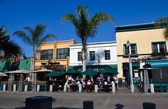 Main Street, Huntington Beach (toucanne) Tags: street restaurant umbrella shadow sidewalk dining palmtrees palmier trottoir