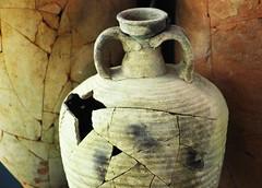 Androa romana encontrada em casa de banho (Vera Schuck Paim) Tags: ruinas romanas nfora antiga casa de banhos romano little cat roman bains afrescos old colunas sacada ferro trabalhado casas rua street