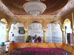 The Offering of Shakespeares Flowers (Mayank Austen Soofi) Tags: delhi walla sufism shakespeare islam chandelier dargah prayer flwoer rose hazrat bakhtiryar kaki qutubuddin mehrauli