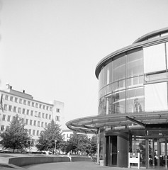 Pedagogen (rotabaga) Tags: sverige sweden svartvitt göteborg gothenburg lomo lomography lubitel166 blackandwhite bw bwfp diy tmax100 r09 mediumformat mellanformat 6x6 120