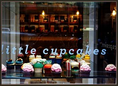 Little Cupcakes' window display, 118, Queen St.  Melbourne's CBD. (fotograf1v2) Tags: melbourne victoria australia cbd centralbusinessdistrict coffeeshop food cakes windowdisplay sugaroverload queenstreet littlecupcakes