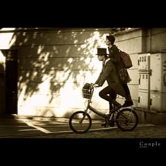 Couple (Dr Cullen) Tags: street hat bike circle nikon couple circo pareja acrobats jugglers 18200vr drcullen d300s nikond300s