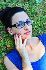 Blu Elettrico. (inka7791) Tags: white sexy verde green girl beautiful smile grass fetish glasses italian legs blu occhi erba sorriso bella bianca secretary miniskirt prato occhio bellezza ragazza occhiali