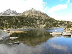 Estanys de Pessons 1 (Laura.BDN) Tags: paisajes naturaleza lake mountains natura lagos nubes lacs nuages andorra montaas pyrnes montagnes pirineos nwn estanysdepessons