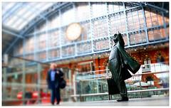 Sir John Betjeman Statue (ta_photografik) Tags: statue sony poet slate johnbetjeman nex5n sonynex5n laureateconish cliffspoempoetrybarlowroofstationlondonkings crossinternationalst pancrasarcadeconcoursecumbrian