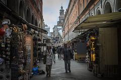 Rialto Market (Plotz Photography) Tags: street old venice portrait italy shopping photography italian europe italia european market streetscene mercado shops pedestrians venetian venezia italie rialto